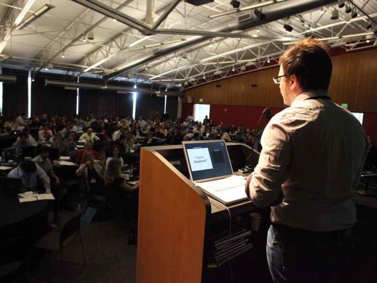 Consejos para mejorar tu oratoria y hablar en público