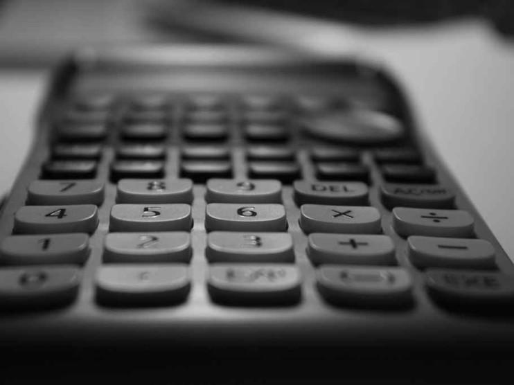 Cálculo del interés simple y compuesto en matemáticas financieras
