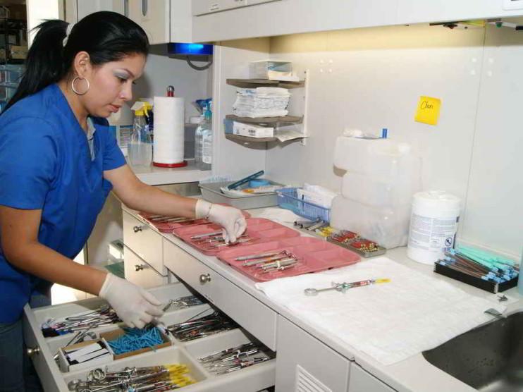 Balance de la política de salud 2001-2004 en Perú