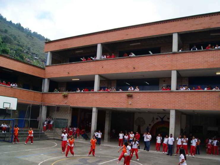 Caso de Fe y Alegría en los centros educativos del Perú