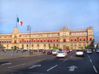 Por qué elegir un empleo en el sector público y no uno en el sector privado en México