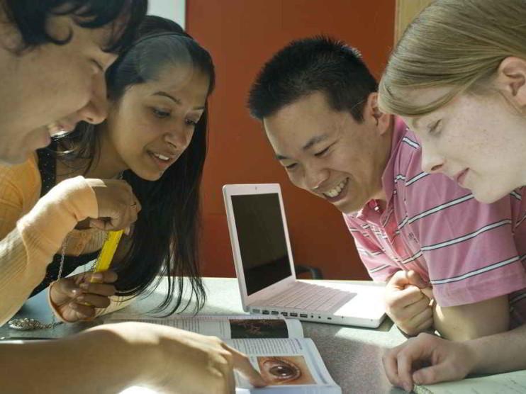 Sistemas de soporte a la decisión DSS para captar alumnos del sector educativo