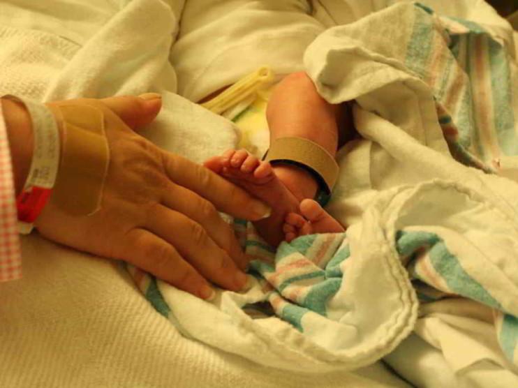 Costos por pacientes, patologías y procesos del parto por cesárea en un hospital cubano