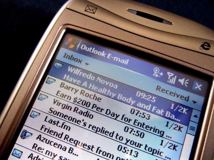 Pérdida de productividad laboral por correos cadena e Internet