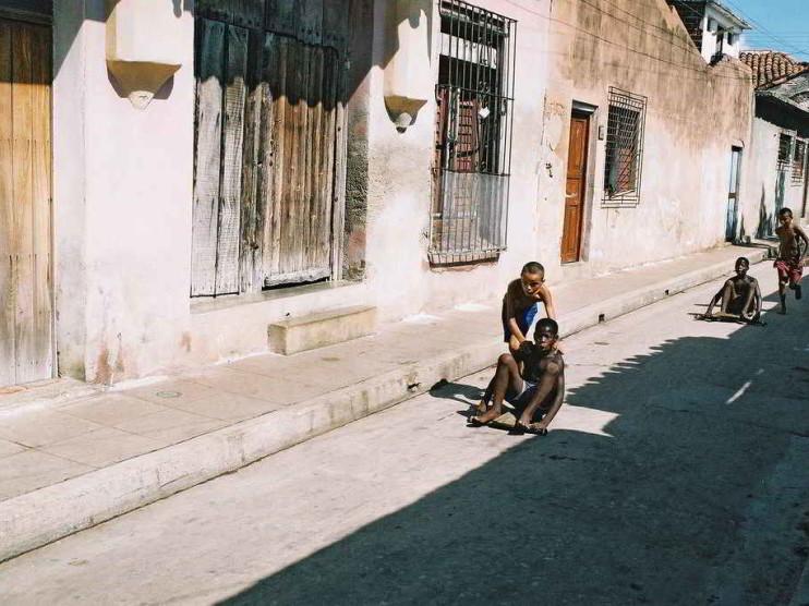 Cómo preparar a los profesores en el empleo de software educativo. Caso «A jugar», Cuba
