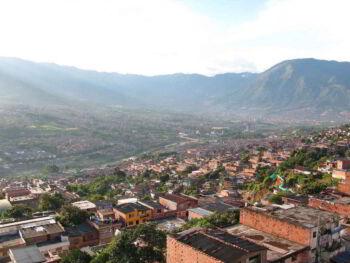 Microcrédito para los más pobres de Medellín