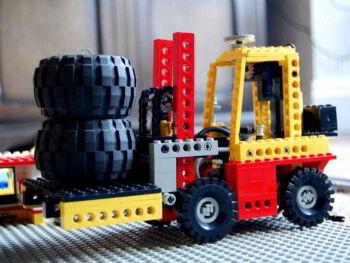 Transporte interno de materiales y distribución de productos terminados