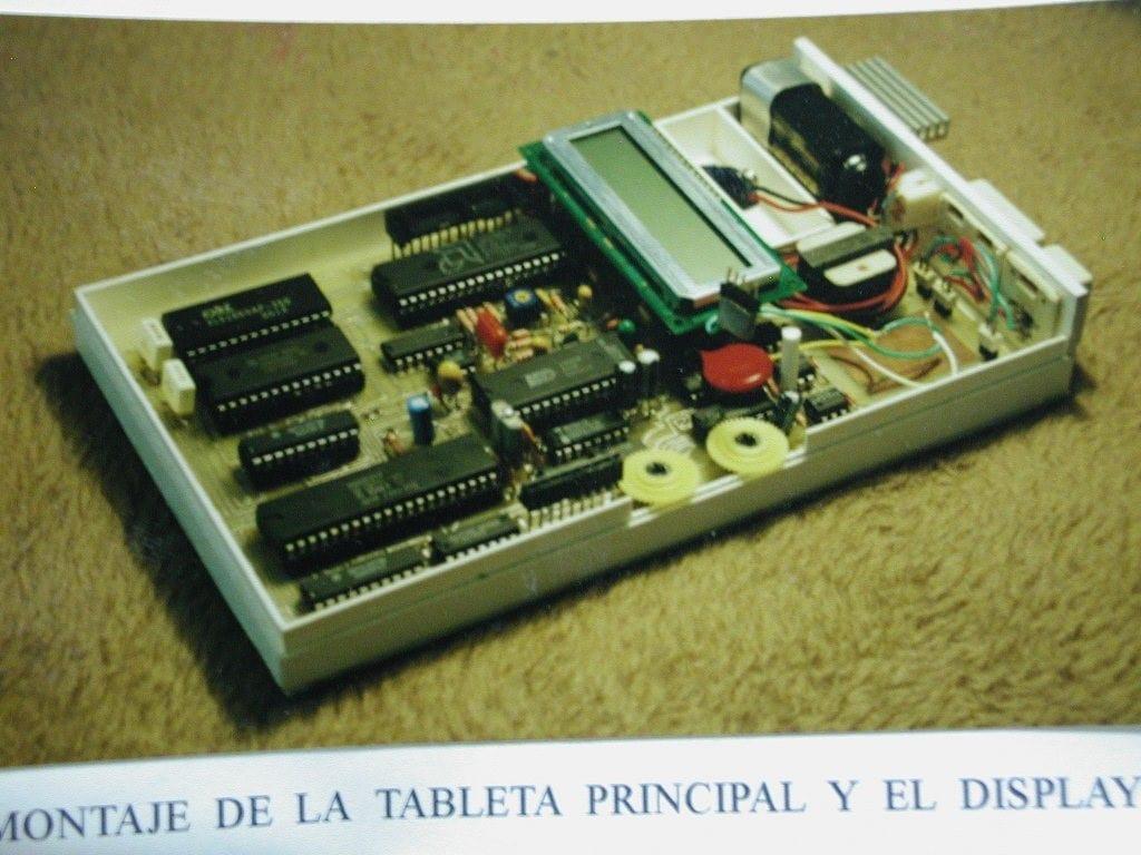 Montaje de la tarjeta principal y el display.