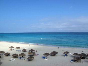 Cómo evaluar el impacto ambiental de un hotel en una zona costera
