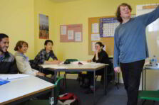 ¿Is there any particular method or approach to teach English efficiently?