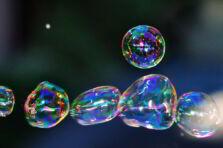 Burbujas económicas. Por qué no pinchan y el efecto de dotación