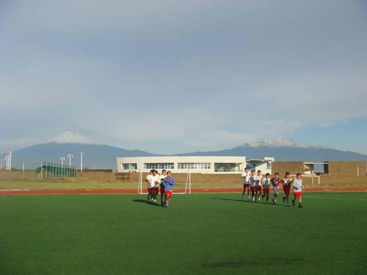 Formación cognitiva y teorías de Jean Piaget aplicadas a los deportistas de la academia Tahuichi Aguilera. Bolivia