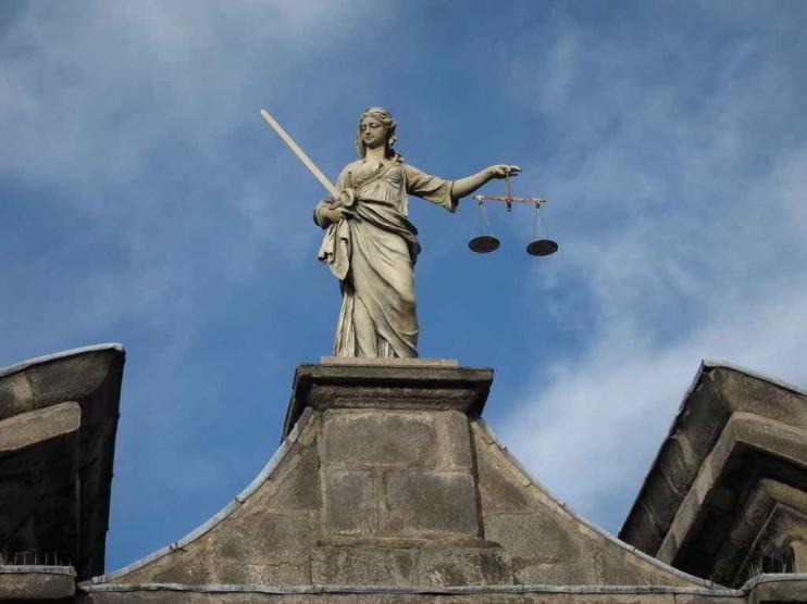 Publicidad de los debates en el juicio oral en Derecho