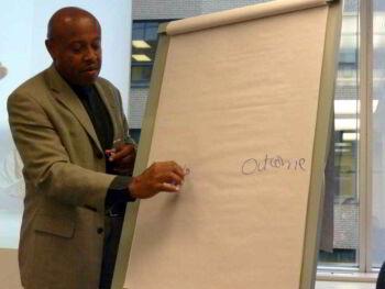Aportes de la tutoría y el desarrollo por competencias en la educación