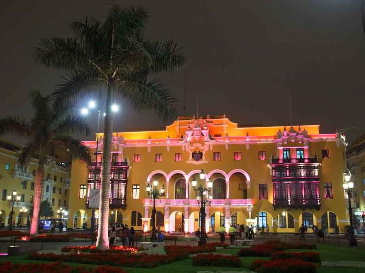 Normas municipales del Perú. Ley 27972