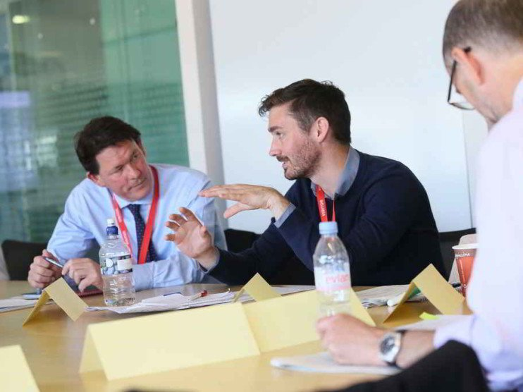 Empleados, clientes y liderazgo. Colaboradores internos y externos