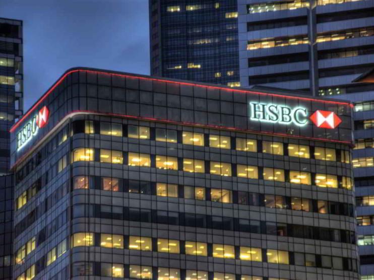 Manejo bancario de las crisis mundiales con sus clientes