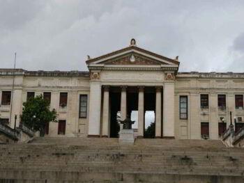 Análisis económico financiero para universidades en Cuba