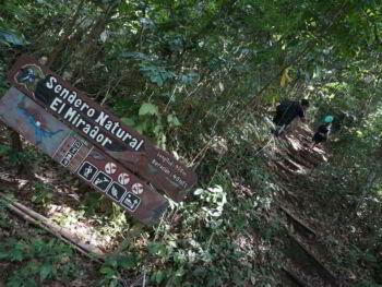 Educación ambiental mediante excursionismo en Cuba