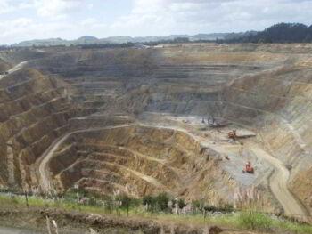 Impacto de los recursos no renovables en los sectores económicos