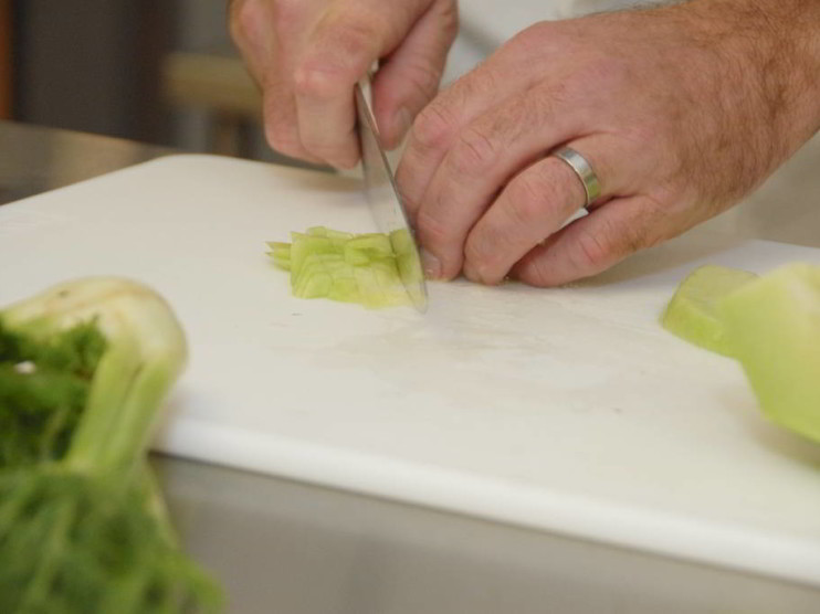 Dotación de utensilios en cocinas y restaurantes
