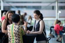 5 estrategias clave para poder vivir de una profesión de servicio a los demás