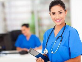 Dotación de personal en servicios de salud