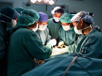 Plan estratégico para optimizar los servicios de salud en hospitales de Ecuador