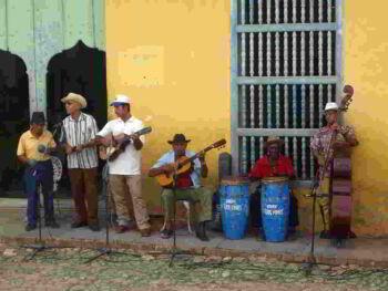 Acciones para revitalizar la fiesta popular tradicional en una comunidad de Cuba