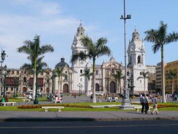 Exceso de personal en la Administración Pública en el Perú