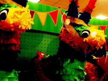Las reuniones y el principio de la piñata. Un millennial dice…