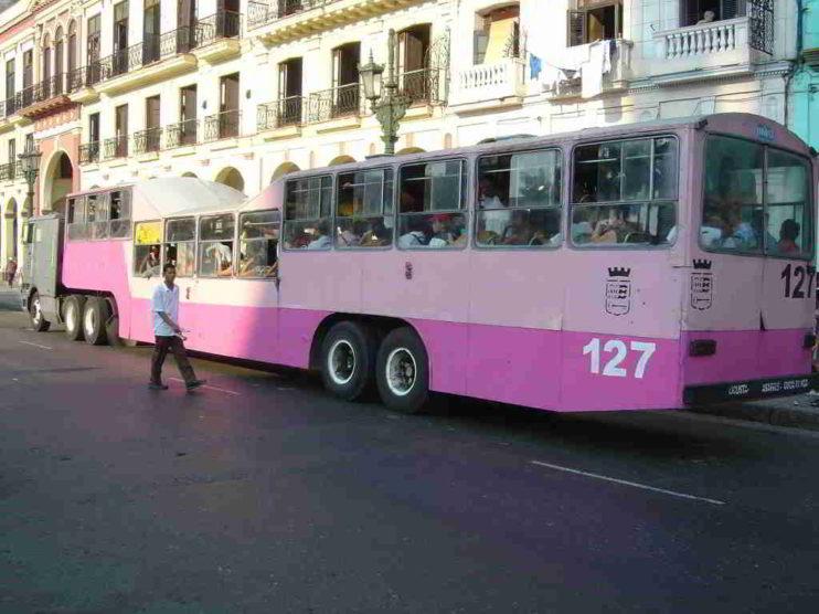 Papel del transporte terrestre en Turismo. TRANSTUR S.A. Cuba