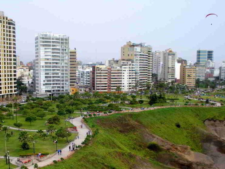 Contabilidad financiera y toma de decisiones en las grandes empresas de Lima Perú