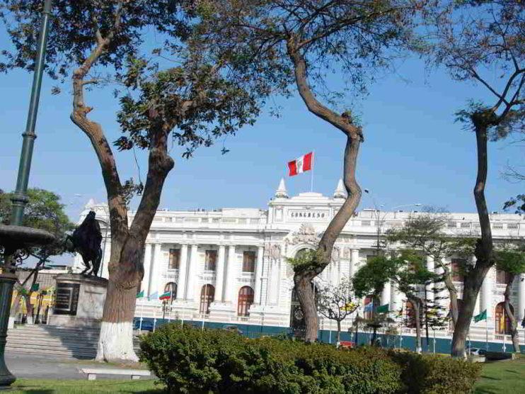 Facultades legislativas y su impacto en el clima de negocios en el Perú