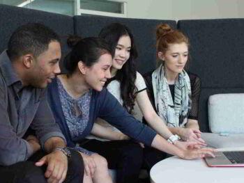 El rol de las escuelas de negocios en la generación de destrezas. Importancia de la opinión contraria y de la investigación