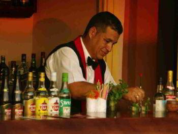 Entrenamiento en el puesto de trabajo para Bartender en Cuba