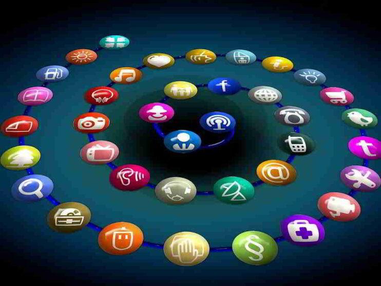 Servicio al cliente. Haz la mudanza de tu 01-8000 a redes sociales