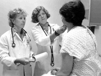 Idoneidad de que el examen médico inicial solo sea obligatorio en empresas con actividades de riesgo en el Perú