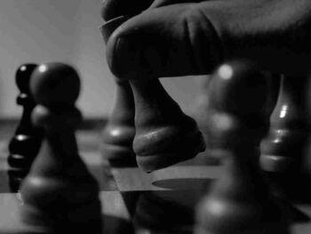 ¿Las Estrategias de las Empresas o las Leyes del Mercado?