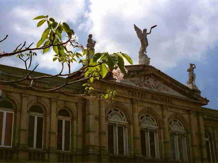 No solo con nuevos impuestos se puede enfrentar el Déficit Fiscal en Costa Rica