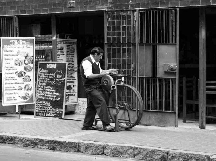 Competitividad laboral de las personas mayores frente a los Millennials en el Perú