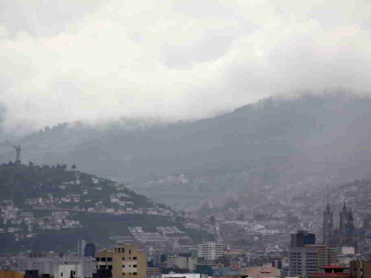 Aplicación de regresión lineal a la población con empleo del Ecuador