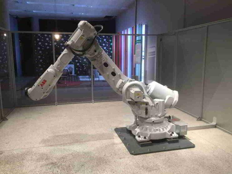 Lenguajes de programación de robots industriales. Del Control Numérico a los Frameworks Robóticos