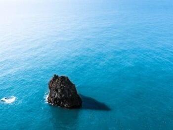 Océano azul, qué es, cómo se crea, herramientas y principios de implementación y ejemplos de su impacto